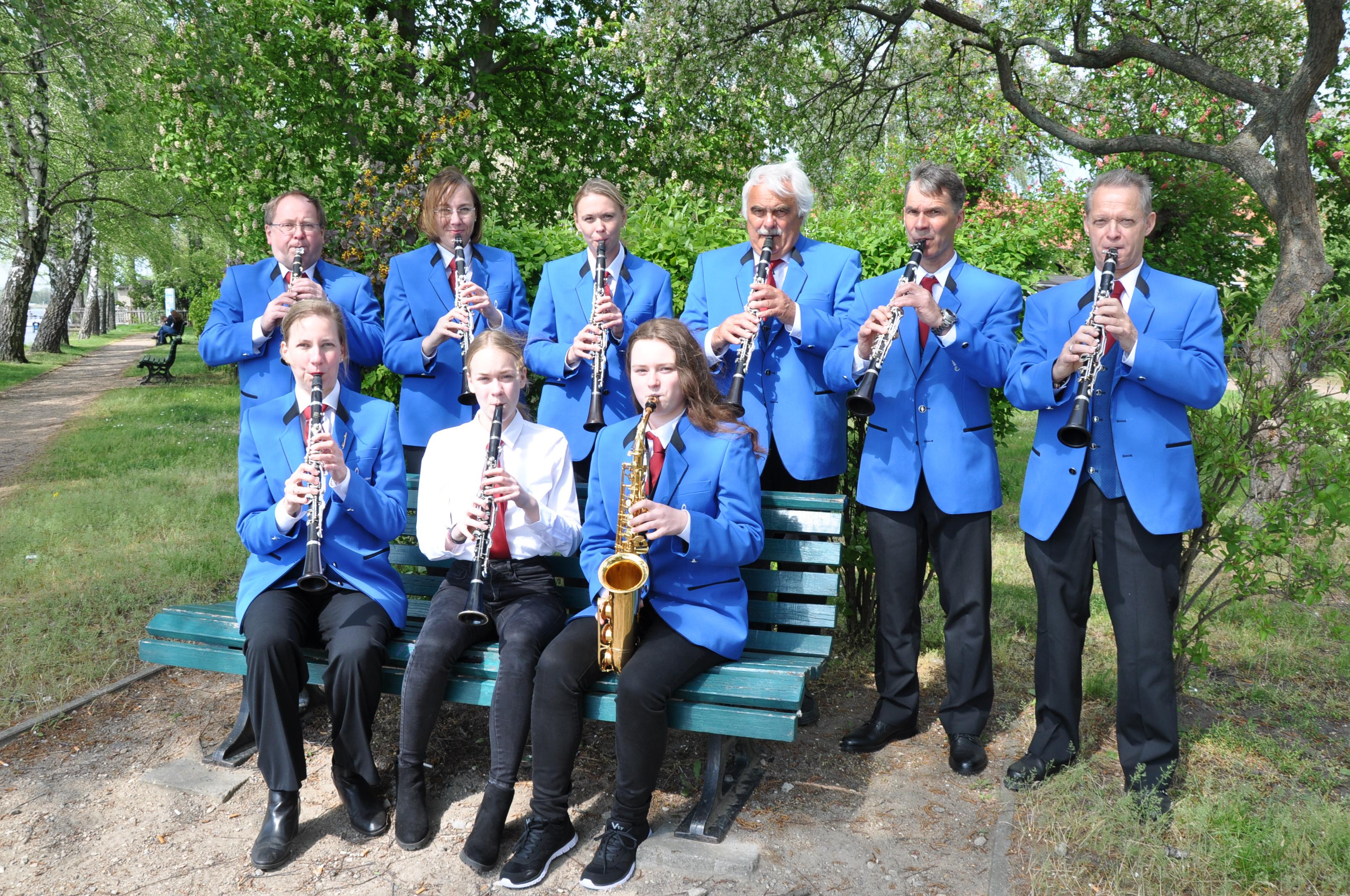 1. Reihe Klarinetten und Saxophon