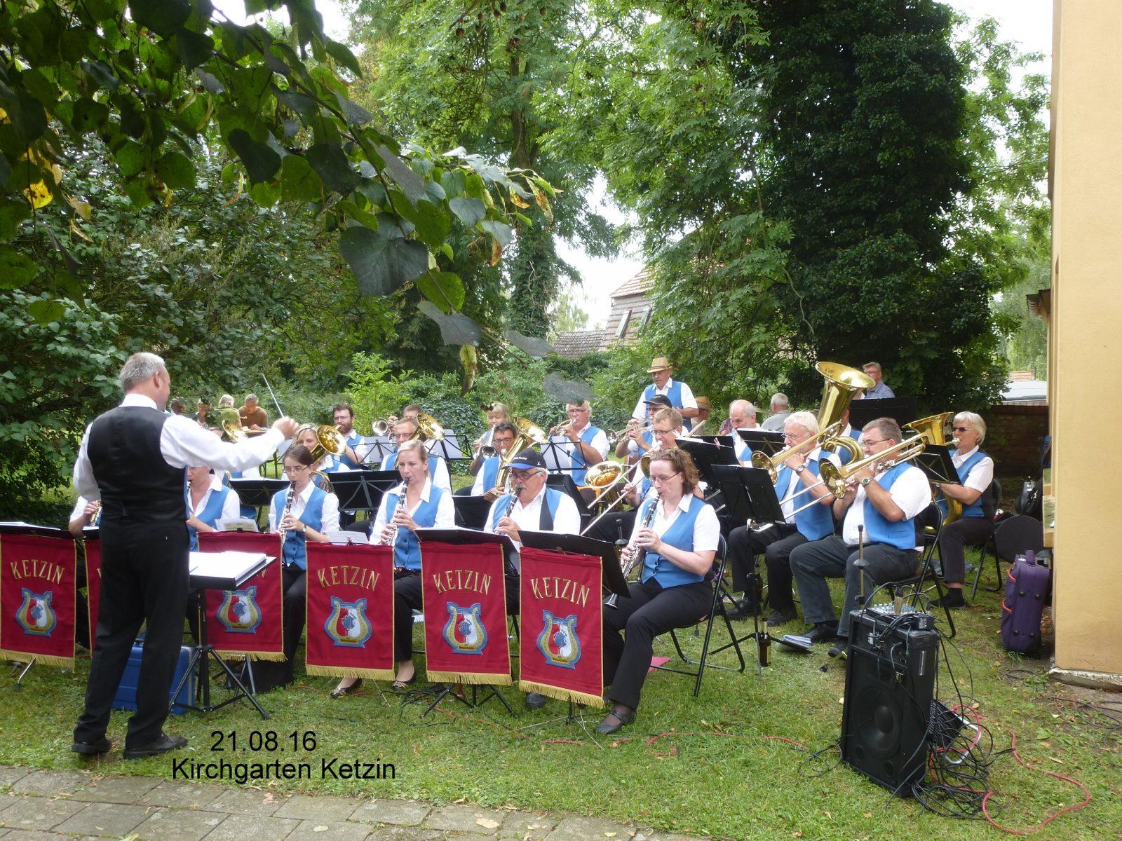 Im Kirchgarten Ketzin August 2016